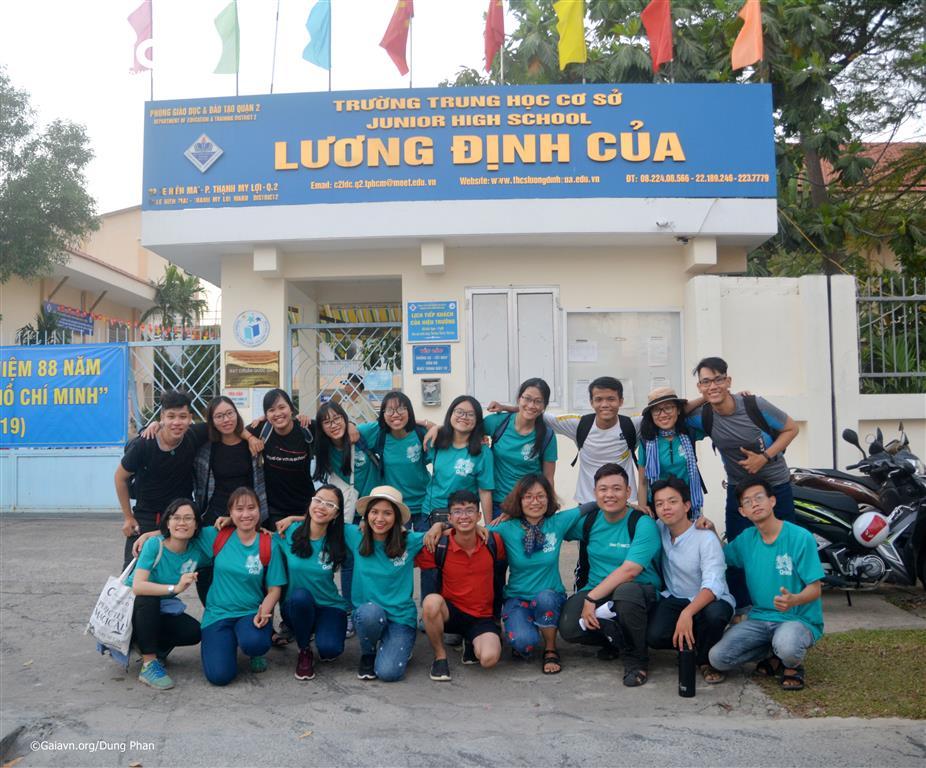 i ngũ Cán bộ và cộng tác viên Gaia hướng dẫn đoàn học sinh.