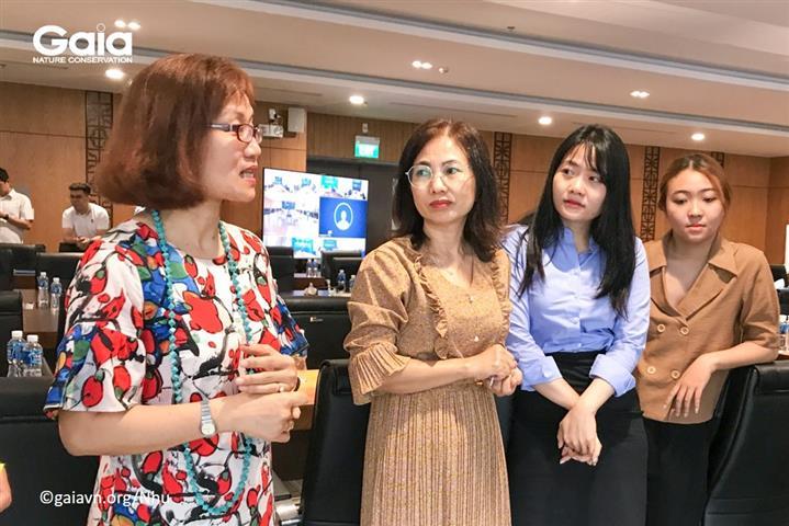 Bà Đỗ Thị Thanh Huyền- Trái - Nhà sáng lập- GIám đốc Trung tâm Bảo tồn Thiên nhiên Gaia dẫn dắt chương trình