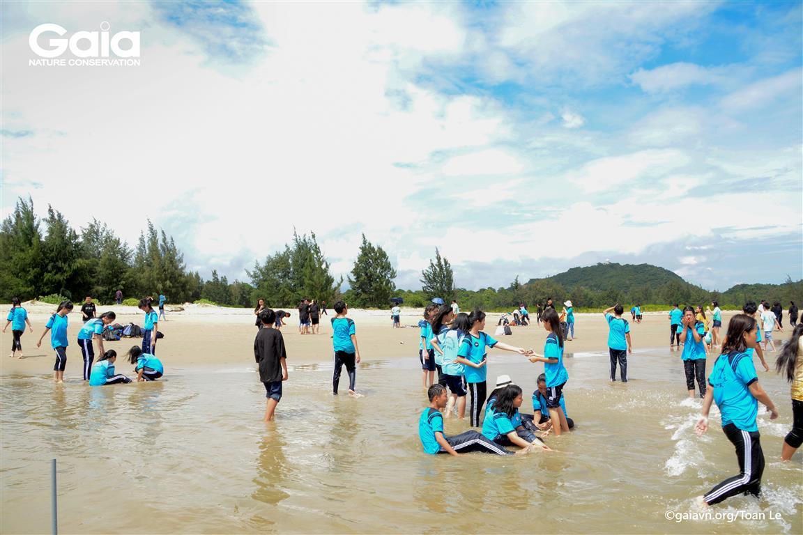 Sinh hoạt tại bãi biển Bình Châu – Phước Bửu