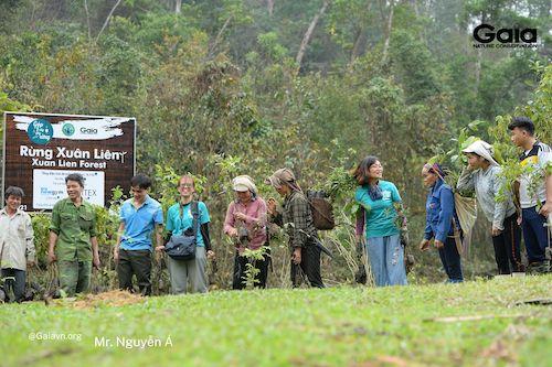 Tham gia trồng rừng cũng giúp nâng cao nhận thức của người dân địa phương