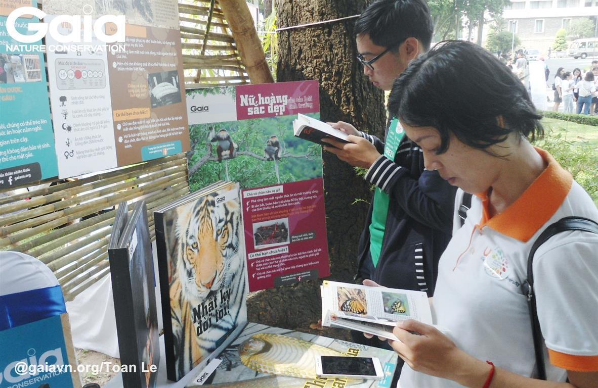 Người tham gia say mê tìm hiểu về động vật hoang dã cùng Gaia.