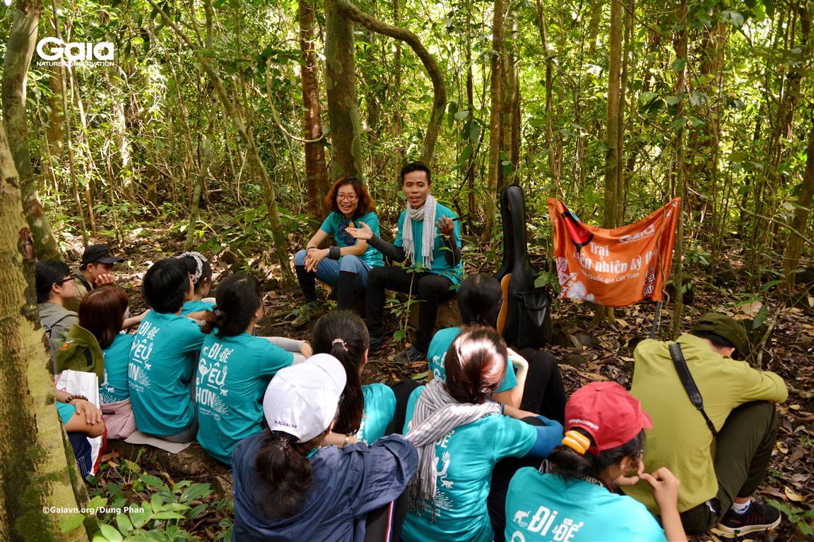 Hồ Nhật Hà - Chàng trai đi bộ xuyên Việt chỉ với 100k và cây đàn guitar chia sẻ kỹ năng đi rừng.