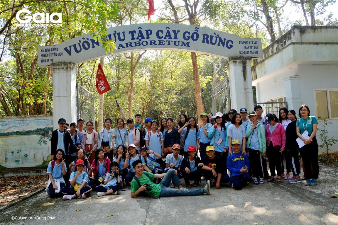 Chụp ảnh tập thể tại Khu bảo tồn thiên nhiên Bình Châu – Phước Bửu.