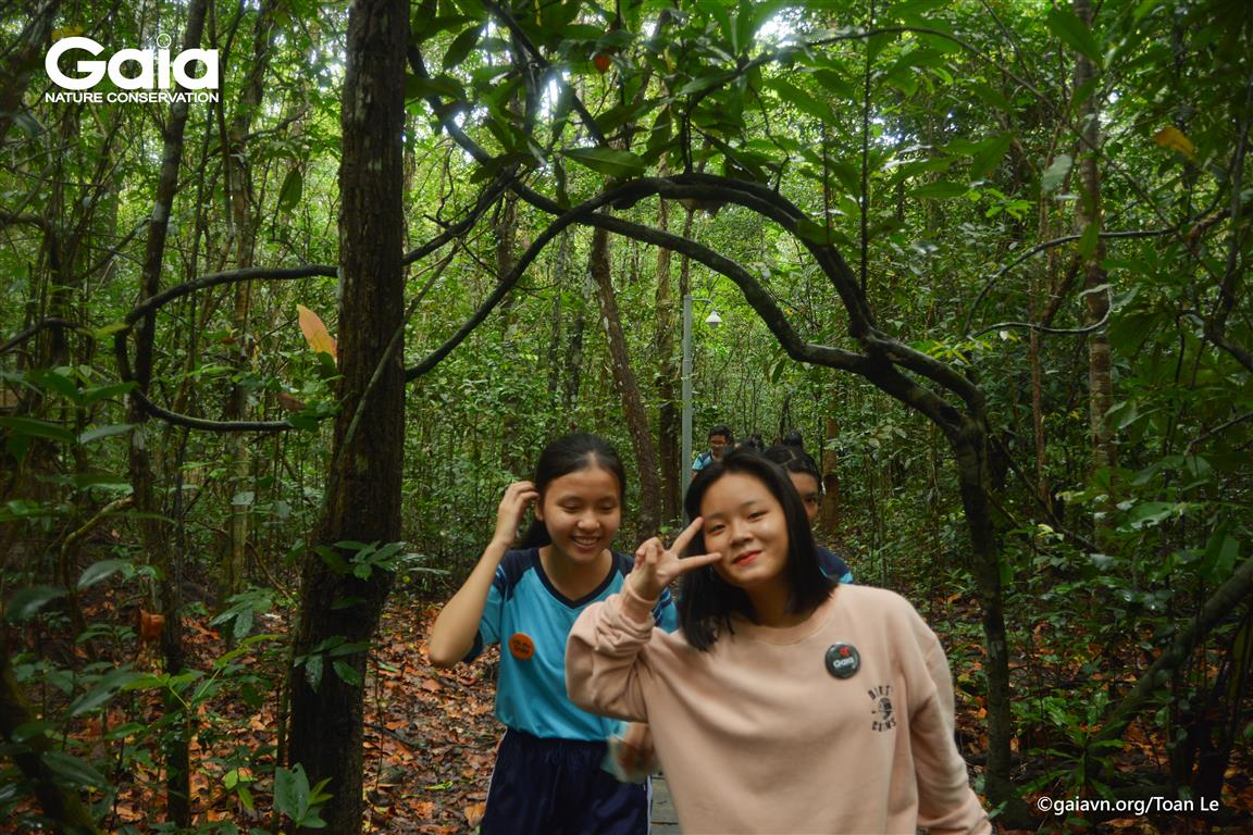 Hào hứng khi đi vào rừng