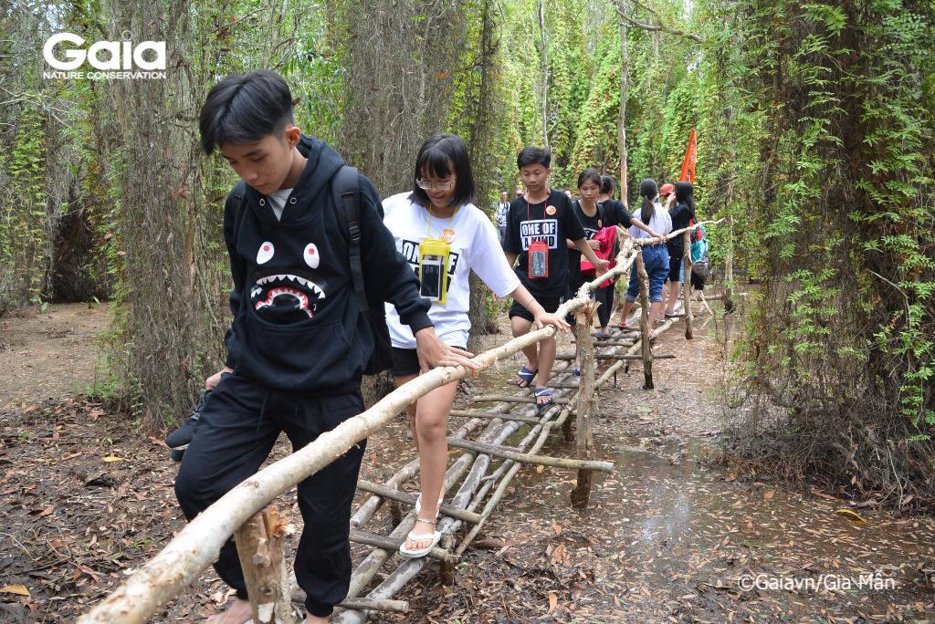 Thử thách đồng đội: vượt cầu khỉ - đội nào khô nhất