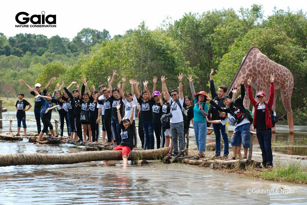 Chụp ảnh lưu niệm tại Bàu Nhám