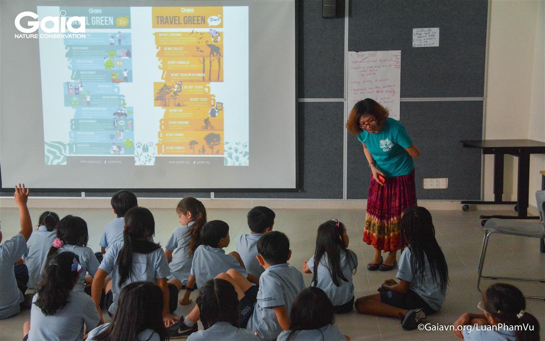Học sinh tò mò về chủ đề du lịch XANH.