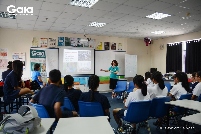 Bà Đỗ Thị Thanh Huyền - Nhà sáng lập - Giám đốc Trung tâm Bảo tồn Thiên nhiên Gaia kểu nhiều câu chuyện về động vật hoang dã Việt Nam