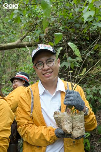 Các nhân viên Faslink hào hứng trồng rừng