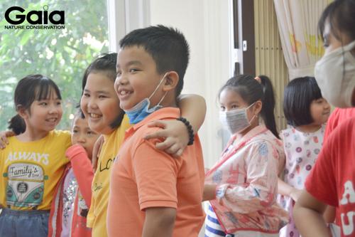 Nụ cười của các em khi tham gia một hoạt động môi trường ý nghĩa