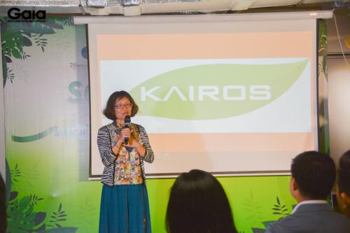 Chị Đỗ Thị Thanh Huyền, Nhà sáng lập và Điều hành của Gaia đang chia sẻ thông tin về dự án trồng rừng.
