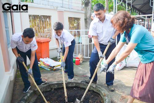 Cùng trộn đất cho cây