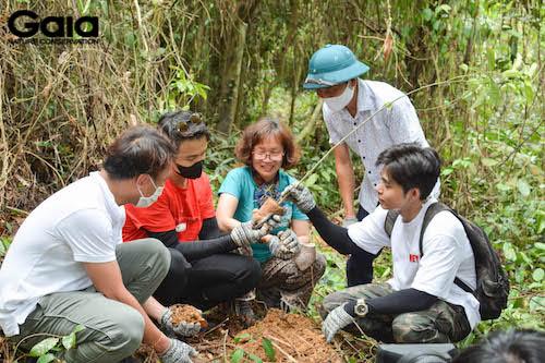 Jun Phạm, Quang Bảo, đại diện Gaia và Vườn quốc gia Bến En trồng cây mẫu