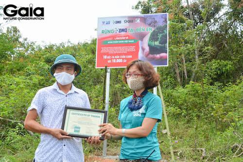 Trao giấy chứng nhận cho Vườn quốc gia Bến En