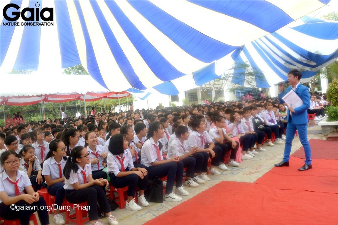 Hơn 1500 học sinh Trường THCS Thới Hoà hào hứng tham gia cuộc thi tìm hiểu thiên nhiên môi trường.