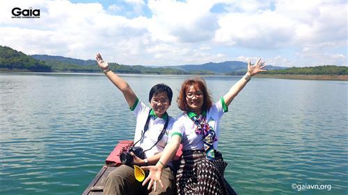 Gaia chụp ảnh kỷ niệm tại Hồ Tà Đùng.
