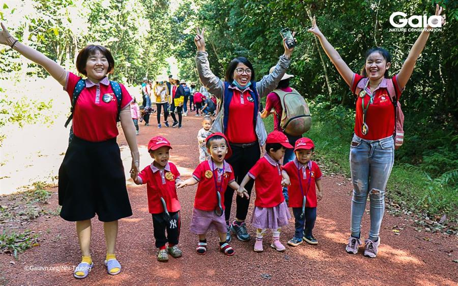 Hào hứng bắt đầu hành trình cùng khám phá rừng