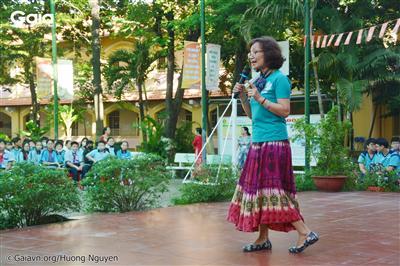Bà Đỗ Thị Thanh Huyền - Giám đốc trung tâm bảo tồn thiên nhiên Gaia lên nói về tầm xong trọng của cây xanh.