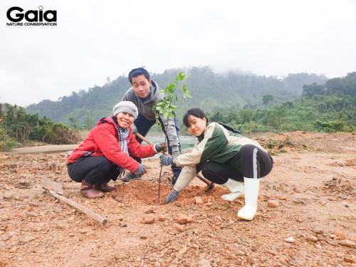 Hào hứng trồng cây rừng Bạch Mã