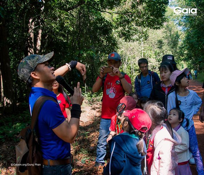 Lắng nghe chuyện kỳ thú ở rừng.