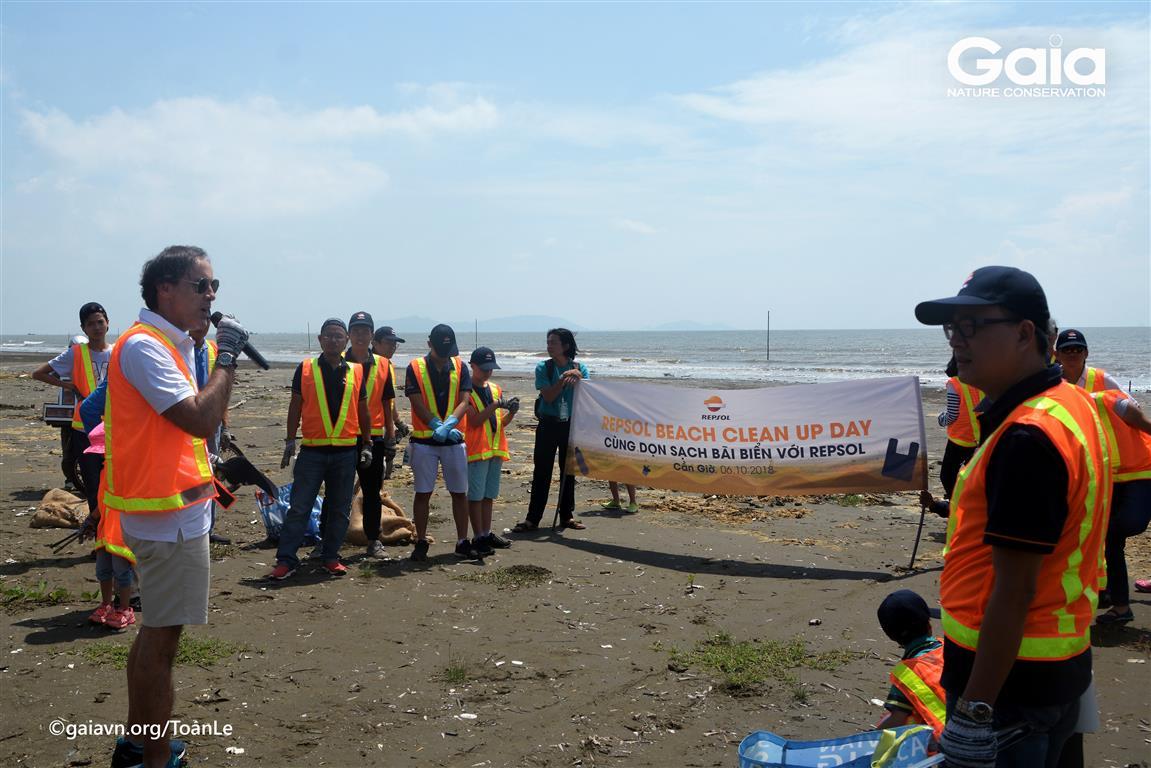 Phát biểu của lãnh đạo REPSOL trước khi dọn sạch bãi biển