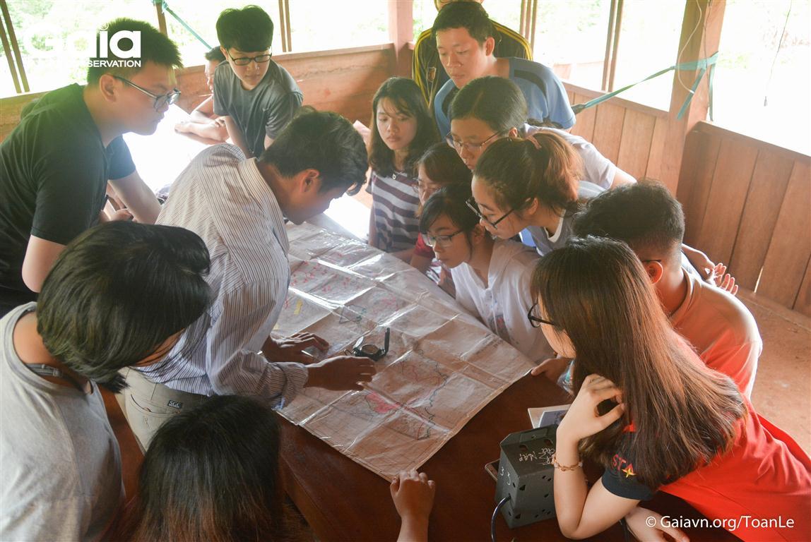 Học cách sử dụng la bàn và bản đồ khi đi rừng: la bàn và bản đồ