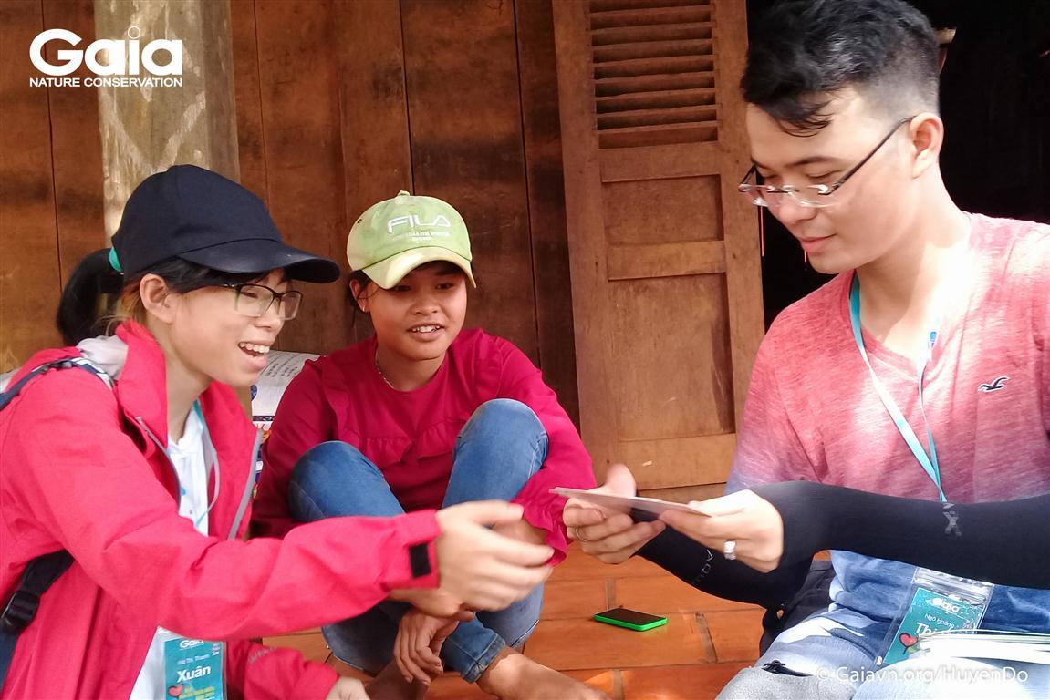 Trải nghiệm nói chuyện về bảo vệ động vật hoang dã với người S'tieng tại vùng đệm Vườn Quốc gia Bù Gia Mập