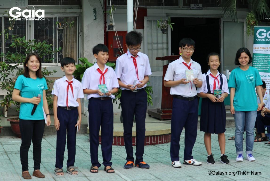 Tặng quà học sinh chiến thắng trò chơi