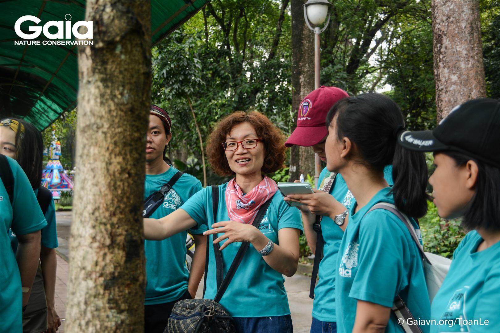 Chị Huyền, Giám đốc đồng thời là người sáng lập Trung tâm Bảo tồn Thiên nhiên Gaia, chia sẻ những câu chuyện đầy tâm huyết trong việc bảo tồn các loài động vật hoang dã.