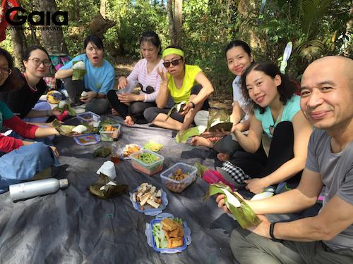 Sinh hoạt ăn uống trong rừng