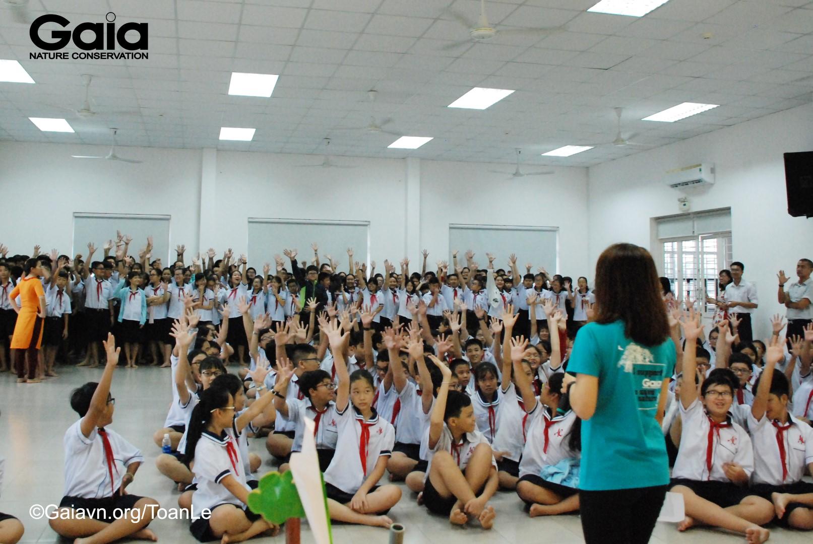 Học sinh hào hứng tham gia trò chơi bảo vệ động vật hoang dã