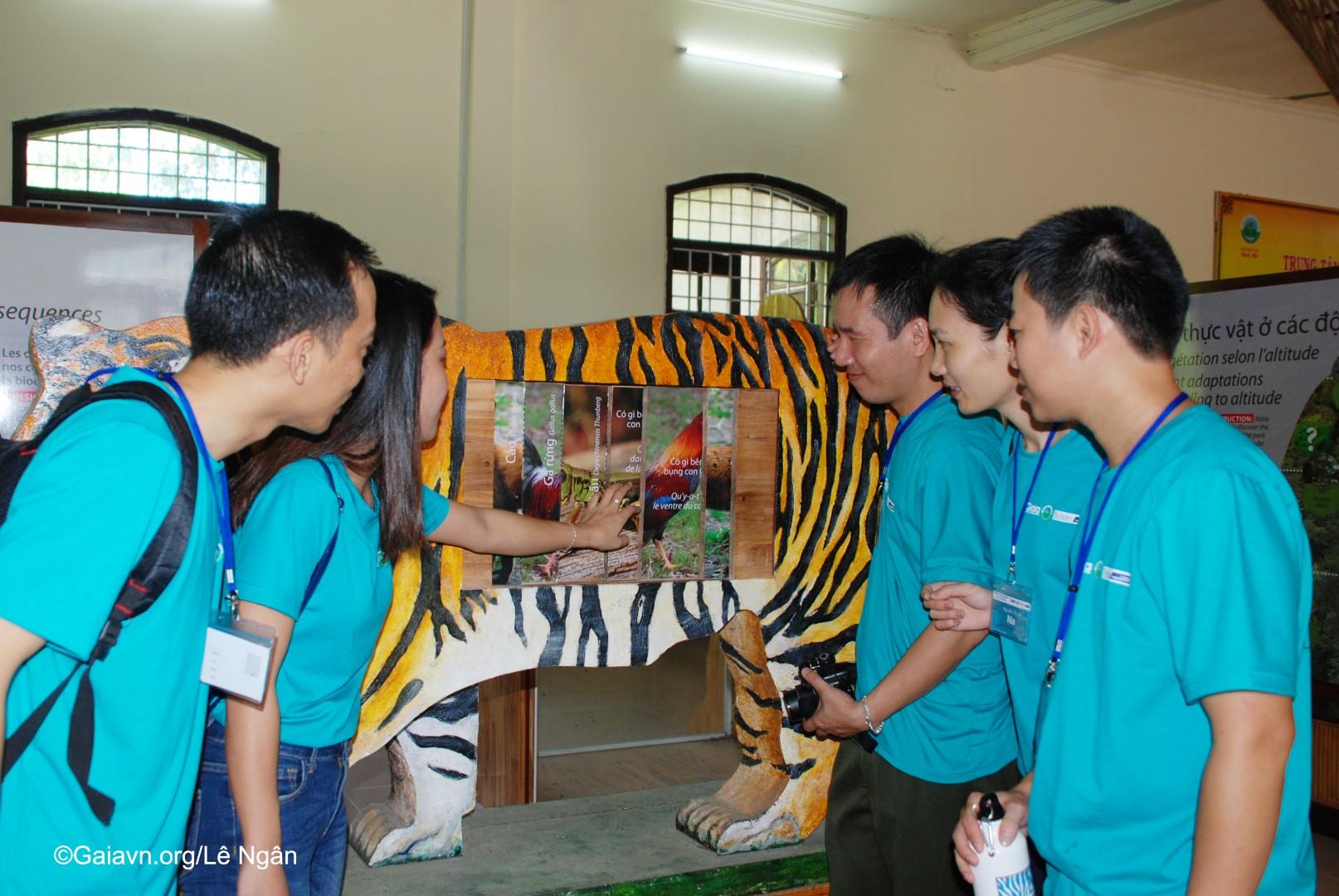 Tham quan trung tâm du khách VQG Bạch Mã