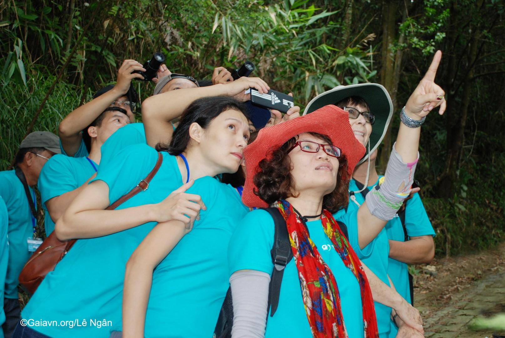 Vua chim Trương Cảm trổ tài gọi chim và giáo dục du khách