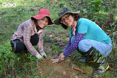 i diện Trung tâm bảo tồn thiên nhiên Gaia và người dân địa phương.