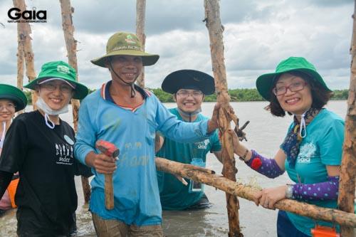 Các bạn trẻ và Gaia cùng người dân địa phương tham gia gây trông rừng
