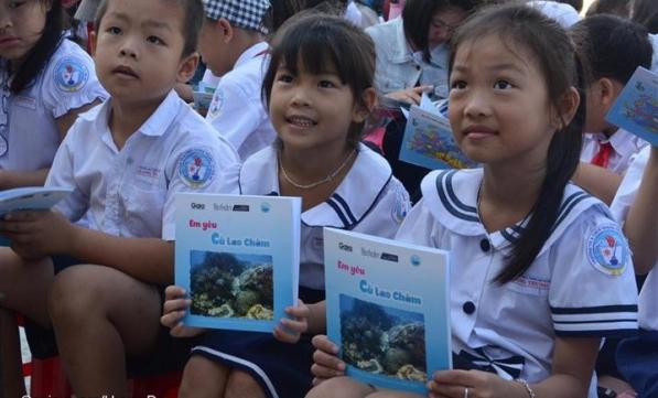 Tài trợ và huấn luyện nâng cao năng lực thực hiện giáo dục môi trường với học sinh